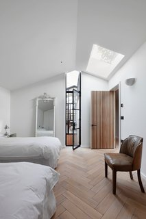 A London Shed Becomes an Airy Home Lit By Three Courtyards - Photo 8 of 13 -