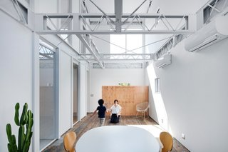 Renovation in Shizuoka by Shuhei Goto Architects - Photo 3 of 6 -