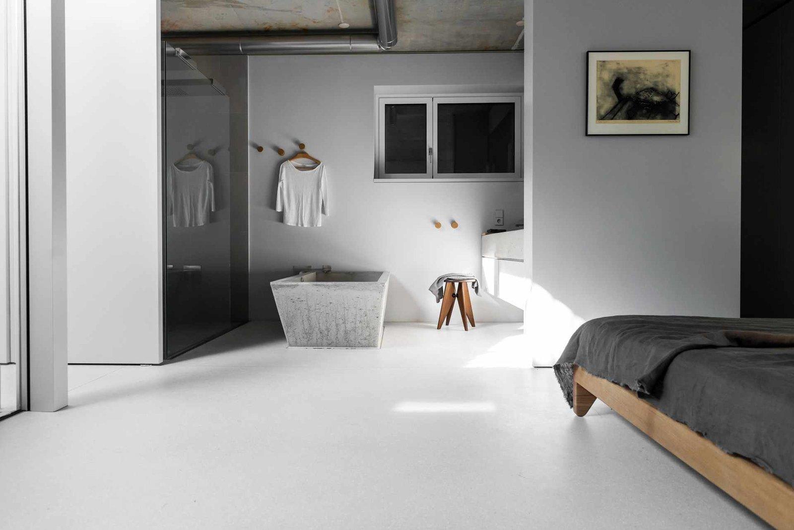 Bath Room, Freestanding Tub, Soaking Tub, Enclosed Shower, and Corner Shower  House on Prenzlauer Berg