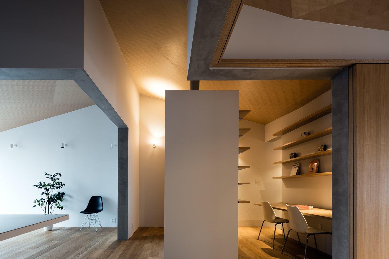 Office, Study Room Type, Desk, Chair, Shelves, and Medium Hardwood Floor  ROROOF vol.2