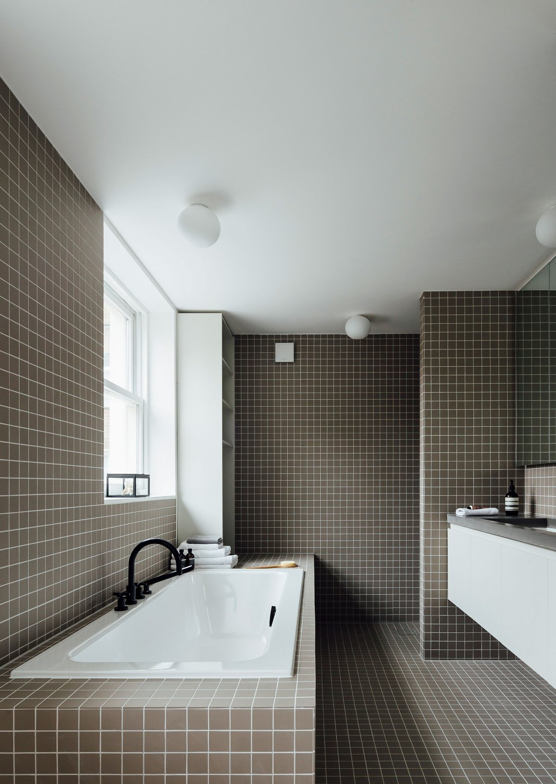 Bath Room, Drop In Tub, and Tile Counter  Stanhope Gardens