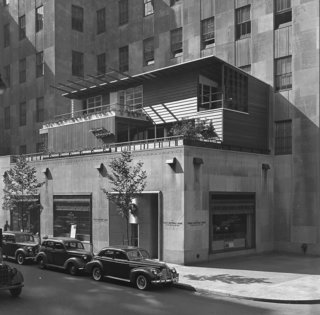 Collier's House of Ideas, designed by Edward Durrell Stone, Dan Cooper and Jens Risom, c. 1940. Photograph by Gottscho-Schleisner, Inc. Image courtesy of The Library of Congress.