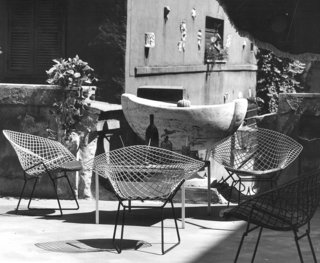 Bertoia Two-Tone Diamond Chairs in Rome. Photograph by Klaus Zougg from the Knoll Archive.