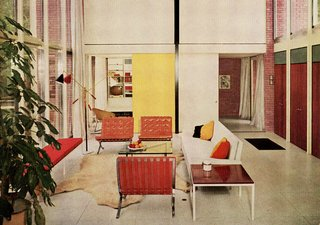 Popular for her refined aesthetic, Florence Knoll's sofa designs quickly found favor in residential spaces. Image from the Knoll Archive.