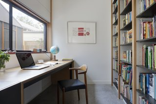 One homeowner is studying part-time and requested a quiet workspace. The desk is made out of plywood and Licorice Linea from Laminex.