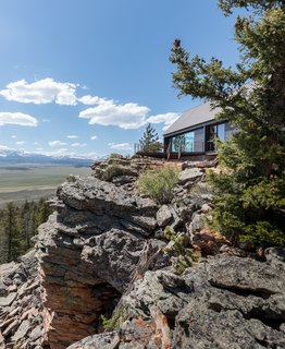 Two Connected Cabins Make Up This Spectacular Retreat in Colorado - Photo 3 of 8 -