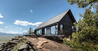 Two Connected Cabins Make Up This Spectacular Retreat in Colorado - Photo 1 of 8 -
