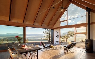 Two Connected Cabins Make Up This Spectacular Retreat in Colorado - Photo 2 of 8 -