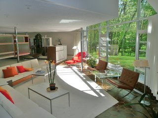 Robert Schwartz's Schwartz House has a quintessentially midcentury modern interior complete with sunken living room, open floor plan, and iconic midcentury furniture.