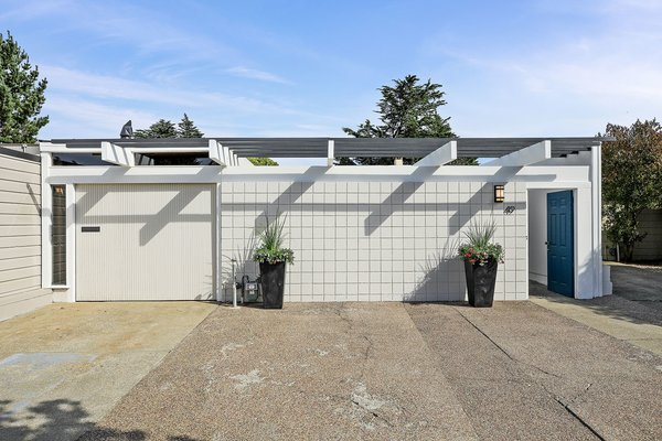 Well-preserved through the decades, 49 Cameo Way is a stunning example of a near-mint condition Eichler in Diamond Heights.