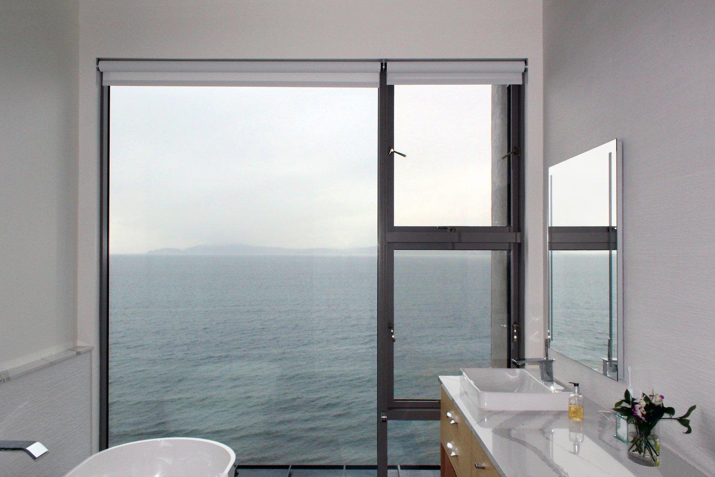 Phòng tắm, bồn tắm đứng, bồn rửa chìm và quầy đá granite Những sắc thái hiện đại đang cách mạng hóa thị trường - Ảnh 2/8 -