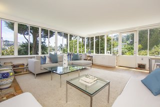 Modest in size, the home relies on an open floor plan and expansive steel-sash ribbon windows to intimately connect the interior with the outdoors.