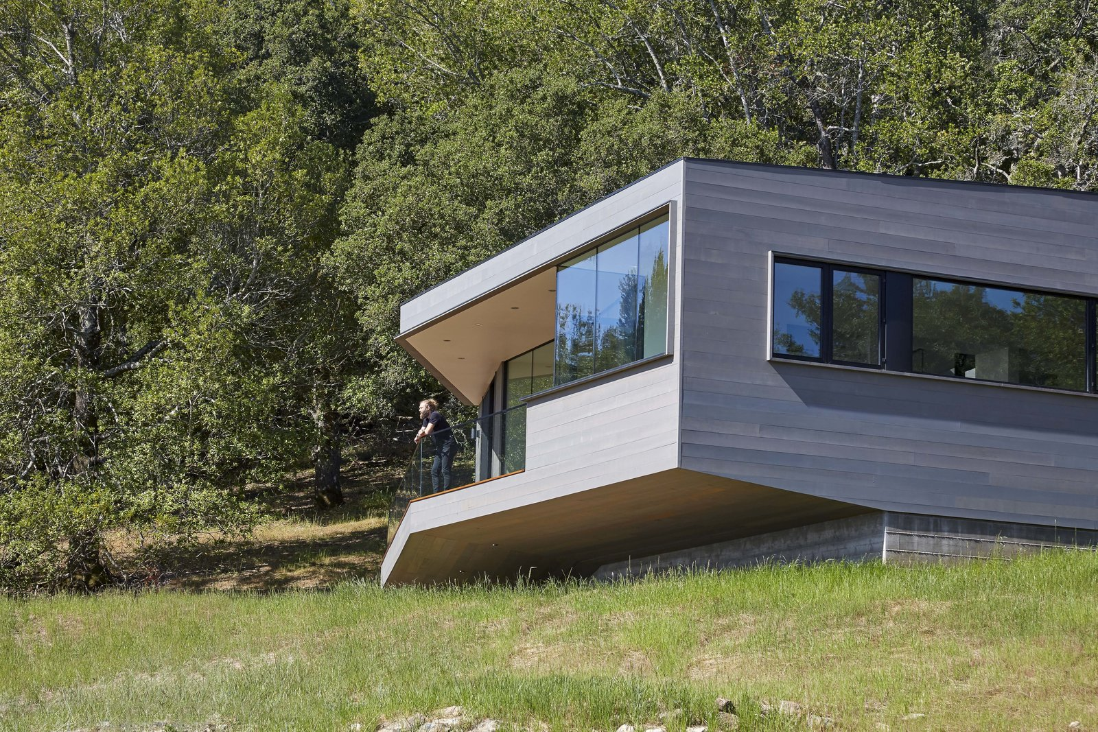 Exterior, House Building Type, Wood Siding Material, and Flat RoofLine  Box on the Rock by Schwartz and Architecture