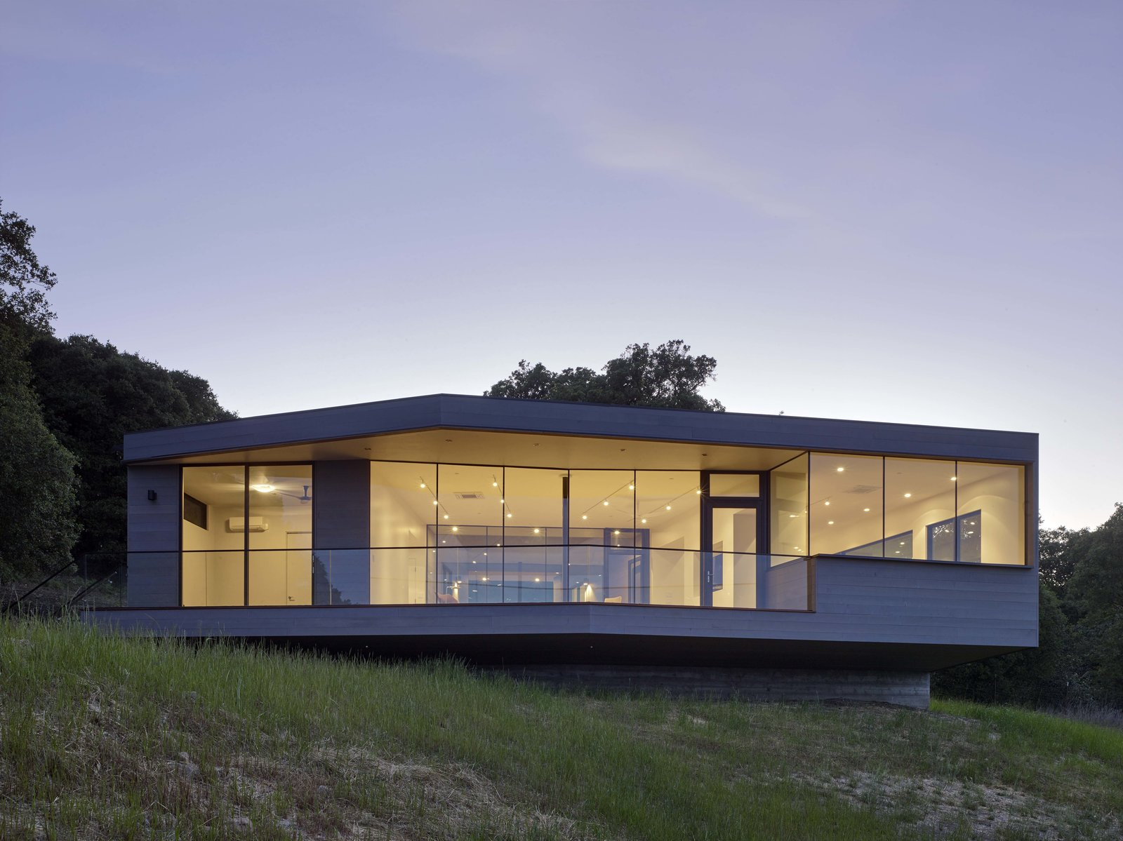 Exterior, House Building Type, and Wood Siding Material  Box on the Rock by Schwartz and Architecture