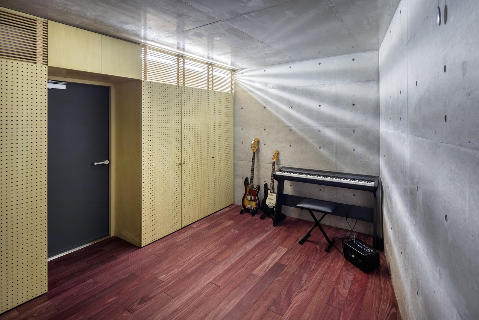Office, Craft Room Room Type, and Dark Hardwood Floor  Photo 15 of 16 in A Concrete Micro-House in Japan Works All the Angles