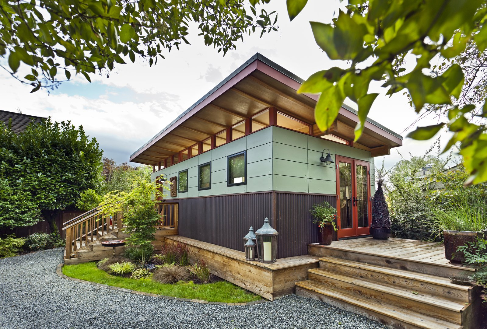 Shed & Studio and Living Space Room Type  Photo 1 of 3 in Modern-Shed | Workplace Solution