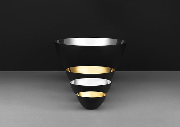 Krenit bowls with a glistening inside in gold and silver.