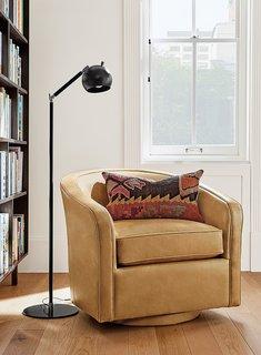 Camber floor lamp