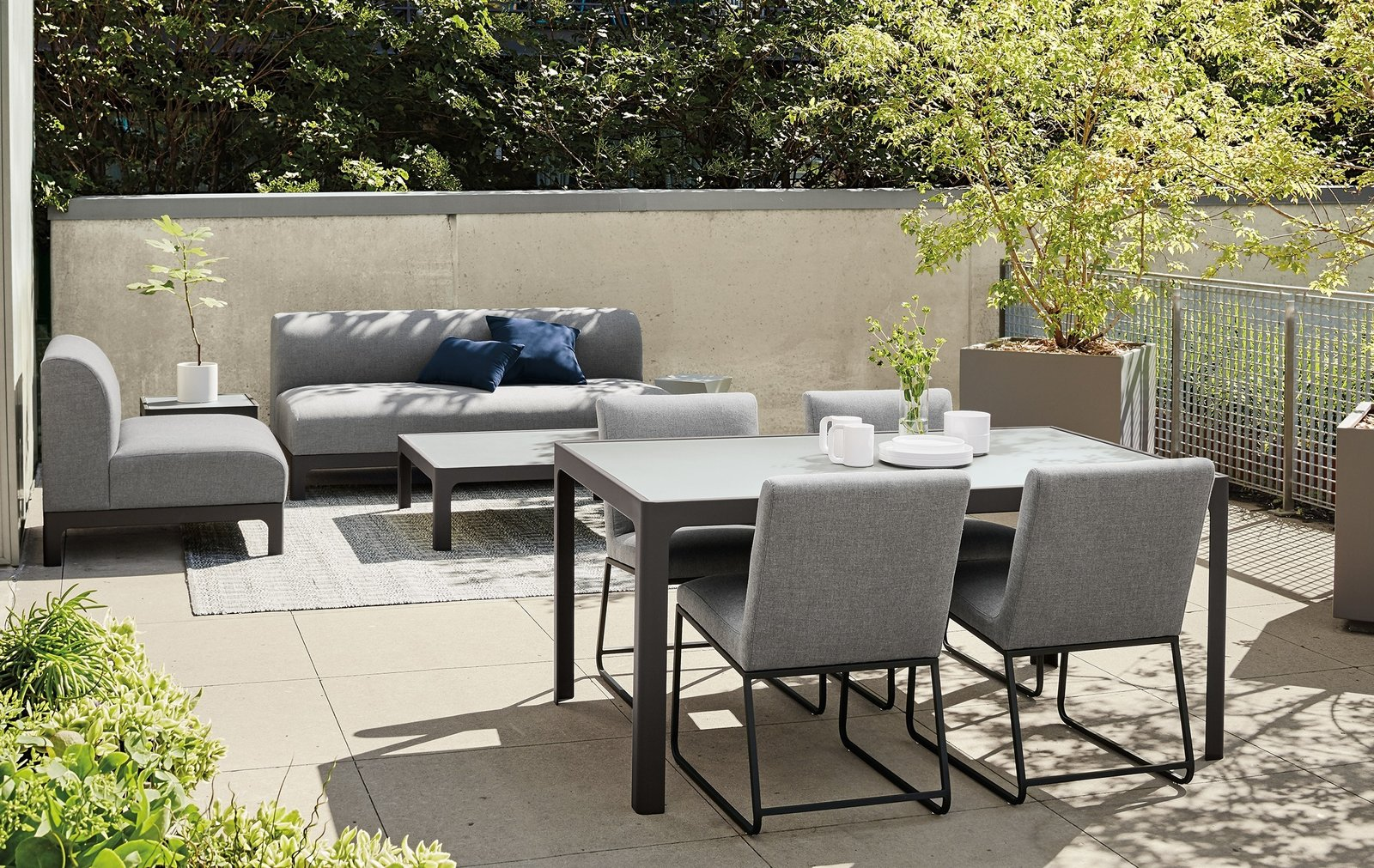 Articles about 6 casual outdoor dining spaces on Dwell.com