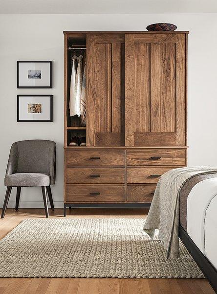 Linear armoire