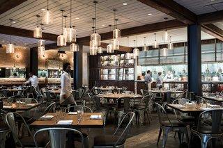 Modern Restaurant Pendant Lights Add to Charm of Popular Dallas Eatery