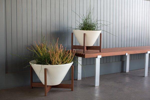Case Study® Apex w/ Wood Stand  Photo 4 of 5 in Case Study® Ceramics Modernica.net