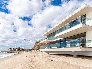 Coastal Contemporary:  10 Modern Seaside Homes