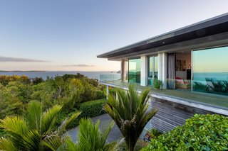 A Majestic Clifftop Estate in New Zealand Is Now for Sale