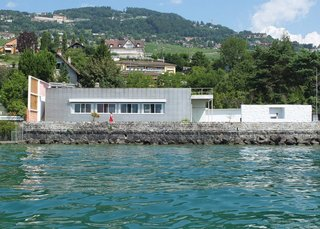 Le Corbusier designed Villa Le Lac as a lakeside home for his parents. The single-story block home sits on the edge of Lac Leman in Corseaux, Switzerland.