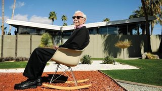Krisel in front of one of his signature modernist designs in Palm Springs.