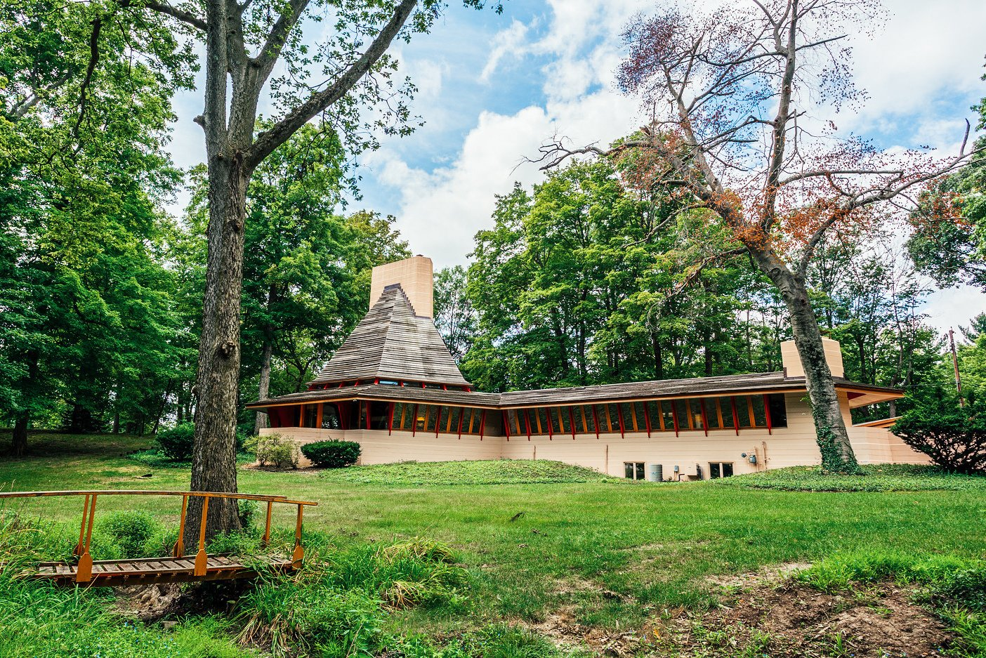 Situated on a wooded two-acre lot in an established and conveniently located neighborhood in Woodside, Indiana. This unique home which is on the national register was built in 1952 and been completely renovated by the current owner.  Photo 11 of 11 in 10 Frank Lloyd Wright Homes Available to Rent Right Now