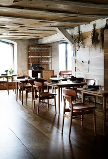 Upon entering the restaurant, guests are met with a warm oak floor, which contrasts with the rough texture of the original stone walls.