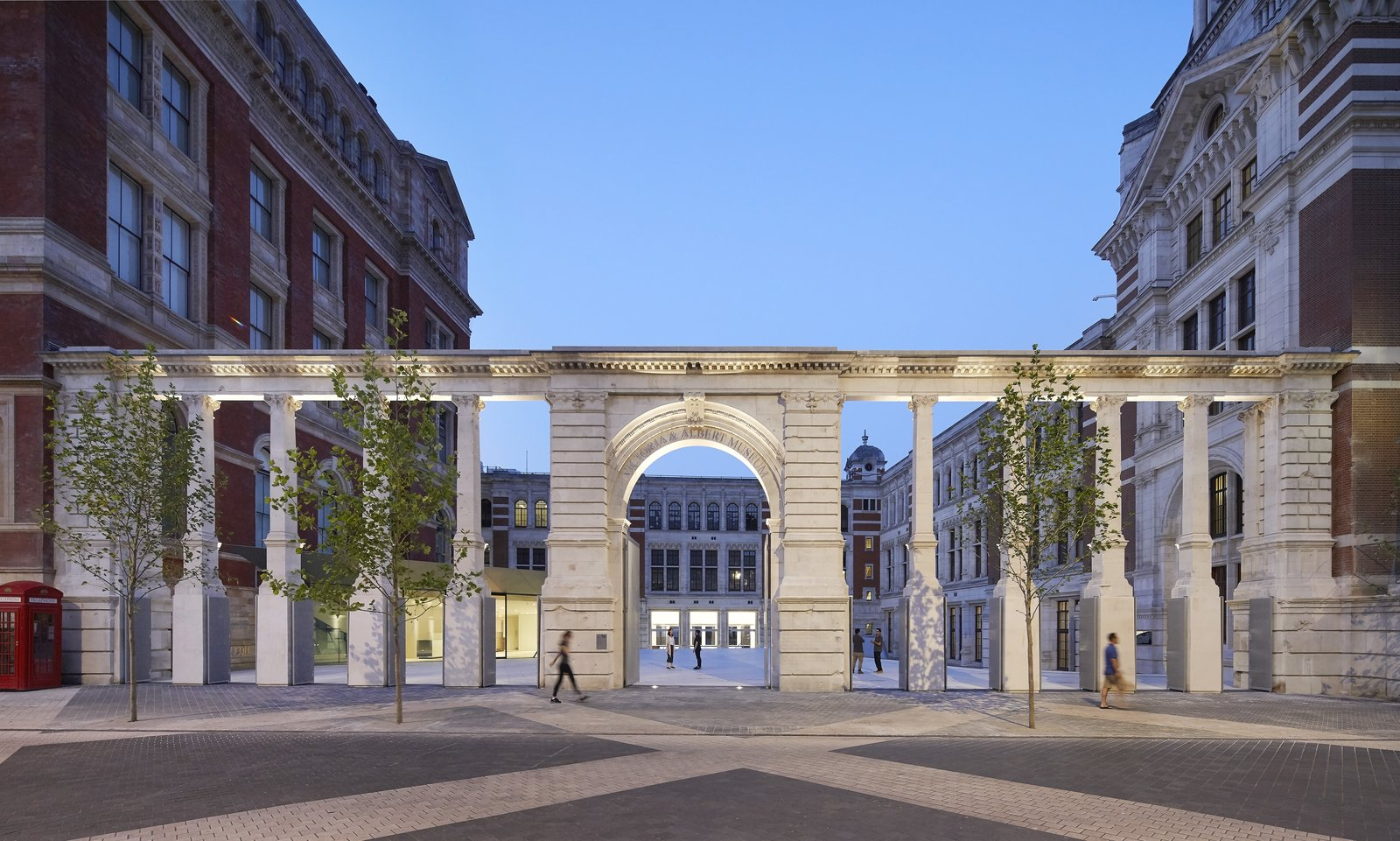 Photo 10 of 10 in Part of an Epic Expansion, London's V&A Museum Paves its Courtyard With 11,000 Porcelain Tiles