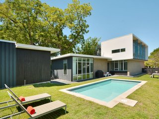 Designed by Austin-based architect Kevin Atler, this customized contemporary home is located in the heart of South Congress (SoCo) and features a grassy backyard with a pool.