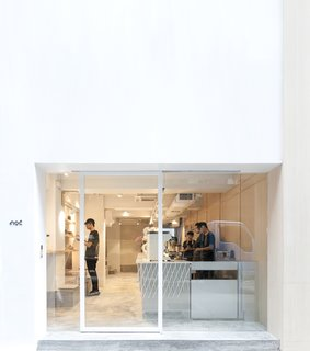 A Sleek Coffee Shop in Hong Kong With Beautiful, Minimalist Interiors - Photo 9 of 9 -