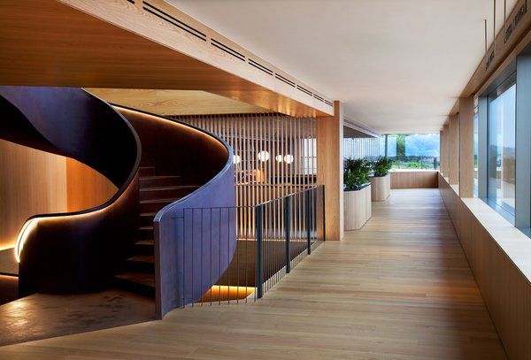 The lounge offers direct access to the deck and terraces.