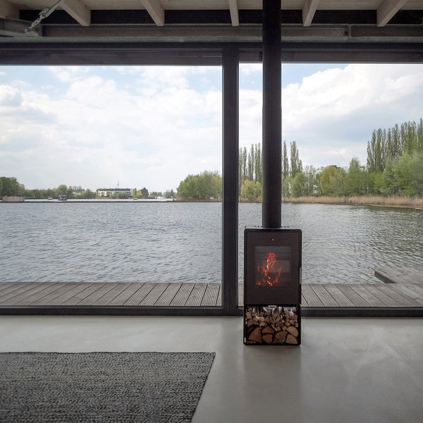 Stay in a Modern Houseboat in Berlin With Floor-to-Ceiling Windows - Photo 4 of 8 -