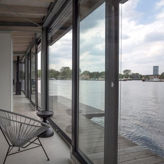 Stay in a Modern Houseboat in Berlin With Floor-to-Ceiling Windows - Photo 6 of 8 -