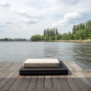 Stay in a Modern Houseboat in Berlin With Floor-to-Ceiling Windows - Photo 8 of 8 -