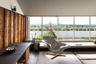 Modernist Architect Berthold Lubetkin's Former London Penthouse Is For Sale - Photo 6 of 8 -
