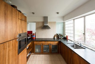 Modernist Architect Berthold Lubetkin's Former London Penthouse Is For Sale - Photo 7 of 8 -