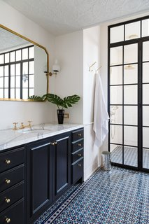 A 19th-Century Schoolhouse in Brooklyn Becomes a Classy Apartment - Photo 20 of 21 -