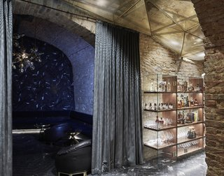An Underground Speakeasy in Vienna Is Turned Into a Chic Cocktail Lounge - Photo 10 of 18 -