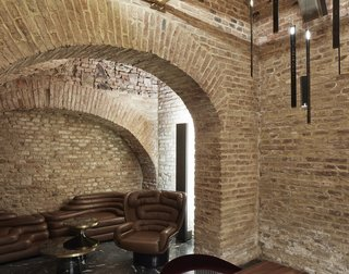 An Underground Speakeasy in Vienna Is Turned Into a Chic Cocktail Lounge - Photo 13 of 18 -