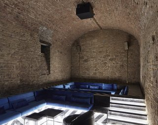 An Underground Speakeasy in Vienna Is Turned Into a Chic Cocktail Lounge - Photo 15 of 18 -
