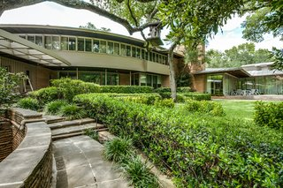 A Frank Lloyd Wright-Inspired Waterfront Masterpiece in Dallas Is Up For Auction