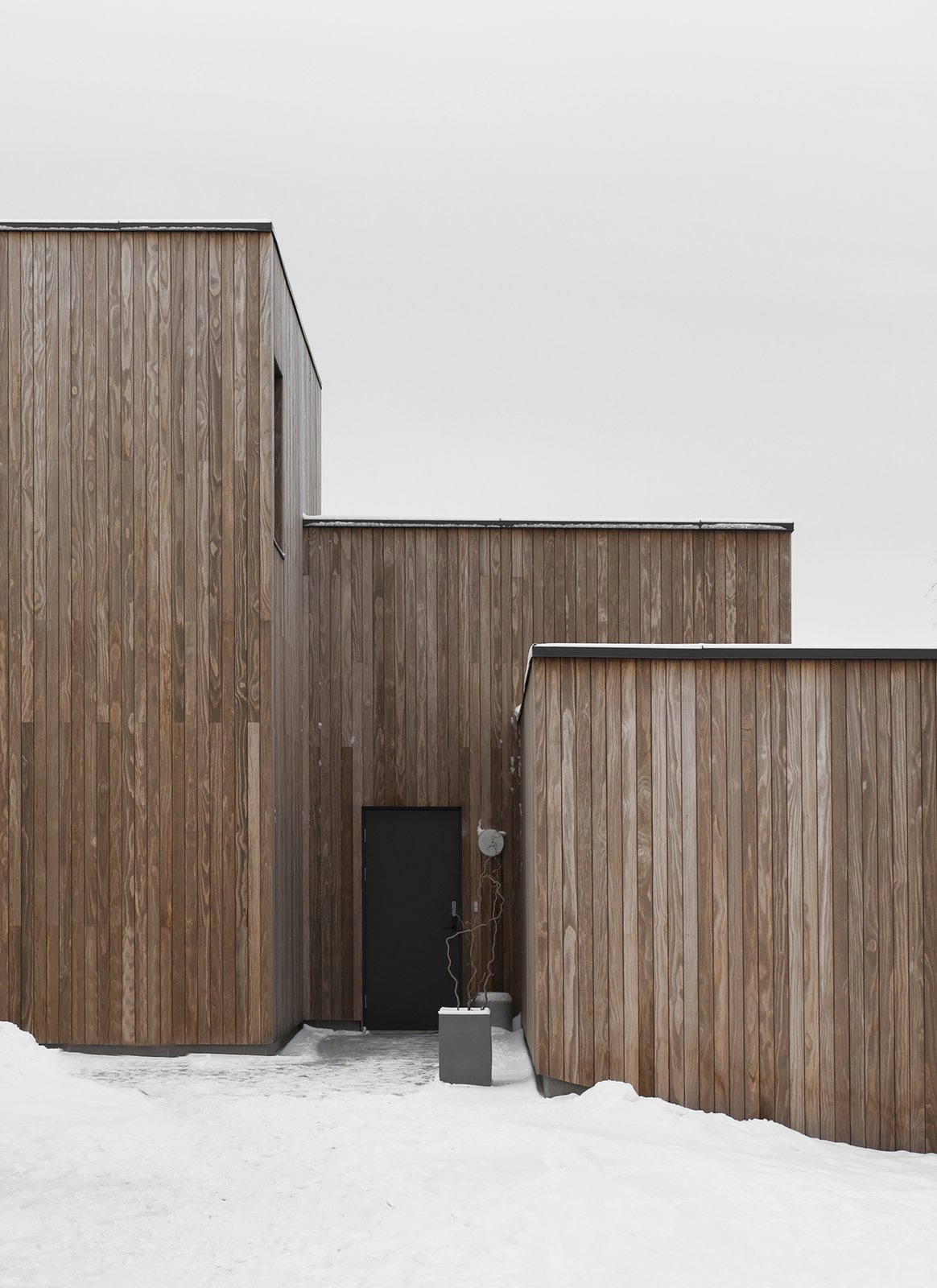 Exterior, House Building Type, Wood Siding Material, and Flat RoofLine  Photo 4 of 18 in A Cubic Dwelling in Norway Just Oozes Hygge