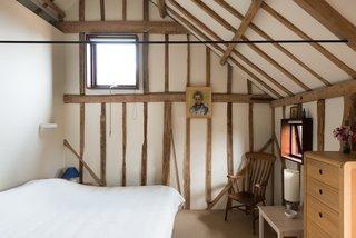 A simple farmhouse-stylebedroom.
