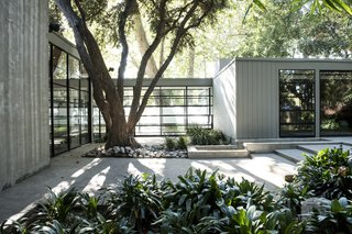 Jerry Bruckheimer Asks $11.9M For This Gem Designed by Thornton Abell - Photo 15 of 15 -