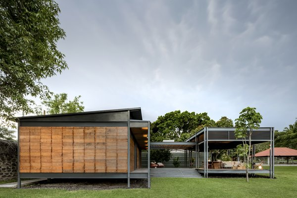 This Modern Prefab Is Now a Gorgeous Guest House